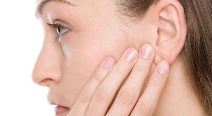 Saiba como remover espinhas pretas das orelhas